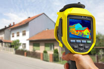 Bild vergrößern: Recording Heat Loss at the House With Infrared Thermal Camera