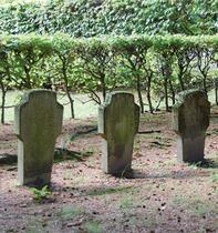 Grabsteine erinnern an den Zweiten Weltkrieg